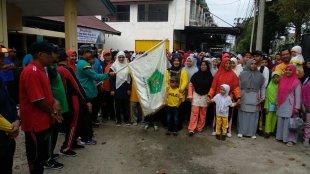 Kakanmenag Kota Langsa melepas para peserta gerak jalan santai di halaman kantor kemenag Kota Langsa, Minggu 5/1/2020 (dok. KM)