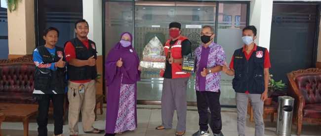 Tokoh distributor Avail Bogor-Depok saat menyerahkan bantuan ke Satgas TRC Covid-19 Subang, Rabu 3/6/2020 (dok. KM)