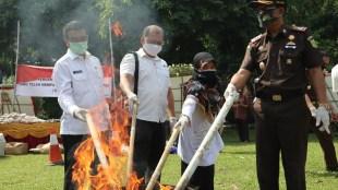 Pemusnahan Barang Bukti Hasil Tindak Kejahatan Di Kejaksaan Negeri Kota Bogor, Kamis 23/7/2020 (dok. KM)