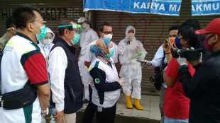 Pedagang pasar dan masyarakat Parungpanjang ikuti rapid test covid-19, Rabu pagi 1/7/2020 (dok. Hari Setiawan Muhammad Yasin)