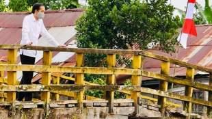 Presiden didampingi sejumlah menteri dan Gubernur Kalteng saat meninjau jaringan irigasi dan reklamasi rawa, di Kabupaten Pulang Pisau, Kamis 9/7/2020 (dok. Setpres)