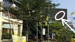 Reklame Videotron di Gedung Partai Golkar Kota Bekasi di Jalan A Yani, Margajaya, Bekasi Selatan, Kota Bekasi (dok. KM)