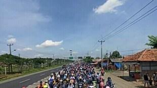 Konvoi buruh di Subang menolak omnibus law UU Cipta Kerja (dok. KM)