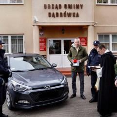 Gmina Dąbrówka wsparła zakup nowego radiowozu dla policjantów z KP Radzymin