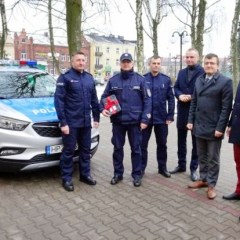Wójt Dąbrówki wraz z Burmistrzem Radzymina przekazali policjantom czwarty w tej kadencji nowoczesny radiowóz!