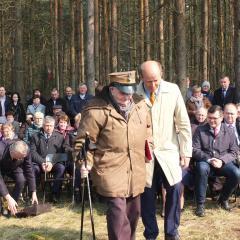 Uroczysty apel nad mogiłą powstańczą w Boruczy