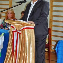 Zastał szkołę drewnianą, a zostawia… nowoczesną, dobrze wyposażoną i rozbudowaną! – Dyrektor Edward Biernacki po 43 latach pracy na stanowisku przechodzi na emeryturę.