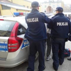 Tymczasowy areszt dla stosującego przemoc domową. Motorowerem uciekał policjantom.