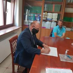Podpisanie aktu notarialnego pod powiększenie Zespołu Szkół w Kozłach