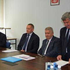 Realizacja tarczy antykryzysowej w Powiecie Wyszkowskim, na Mazowszu i w całej Polsce tematem spotkania w starostwie wyszkowskim