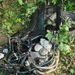 Pijany motocyklista uderzył w drzewo