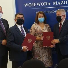 Podpisanie umowy na dofinansowanie ul. Sosnowej w Łochowie i odcinka ul. Zwycięstwa w Ostrówku