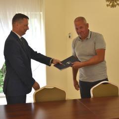Podpisanie umowy na budowę drogi w Stasinowie