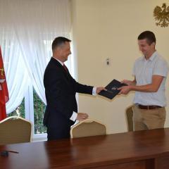 Podpisanie umowy na budowę sieci kanalizacji sanitarnej na os. Długa w Tłuszczu!