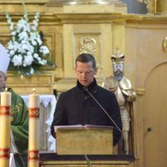 Msza święta w intencji pracowników oświaty wraz z życzeniami