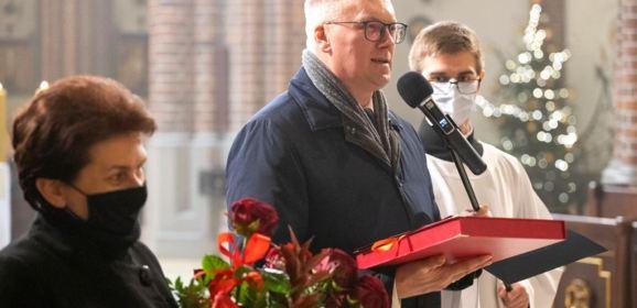 Starosta Adam Lubiak podziękował i pogratulował biskupowi Markowi Solarczykowi
