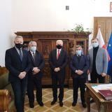 Sekretarz Stanu Waldemar Kraska rozmawiał ze starostą wyszkowskim Jerzym Żukowskim o rozwoju powiatowego szpitala
