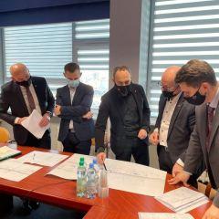 Koncepcja budowy bezpiecznego skrzyżowania w Sadownem omawiana na spotkaniu samorządowców powiatu węgrowskiego z przedstawicielami Generalnej Dyrekcji Dróg Krajowych i Autostrad