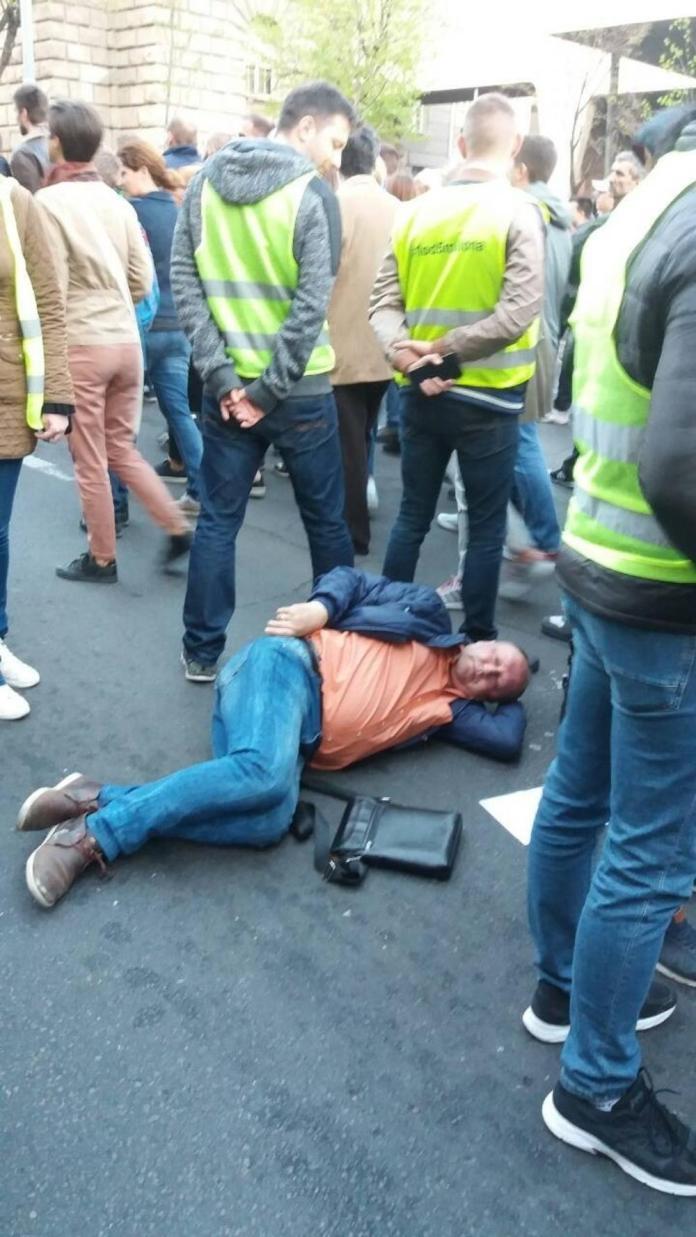 (ФОТО) САВЕЗ ЗА НАСИЛНУ СРБИЈУ! Протести измакли контроли, насиље ескалирало, има повређених! 3