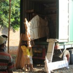 Proses Loading Furniture Jepara di Container