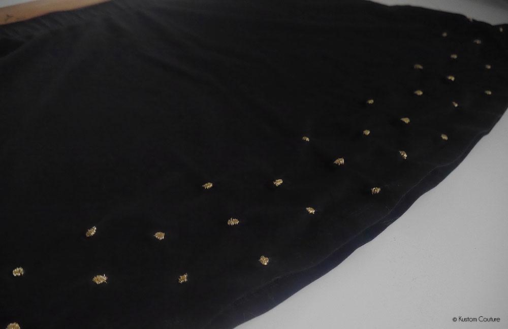 Customiser une jupe basique noire avec de la broderie | Kustom Couture