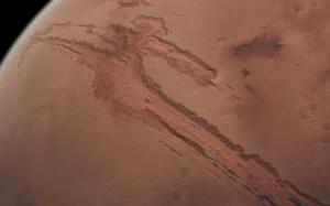Valles Marineris beslaat ongeveer 1/5de van de omtrek van Mars