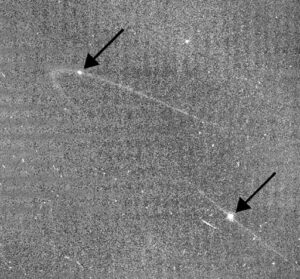 Anthe en Methone, twee kleine maantjes van Saturnus.