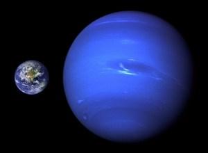 Neptunus vergeleken met de Aarde