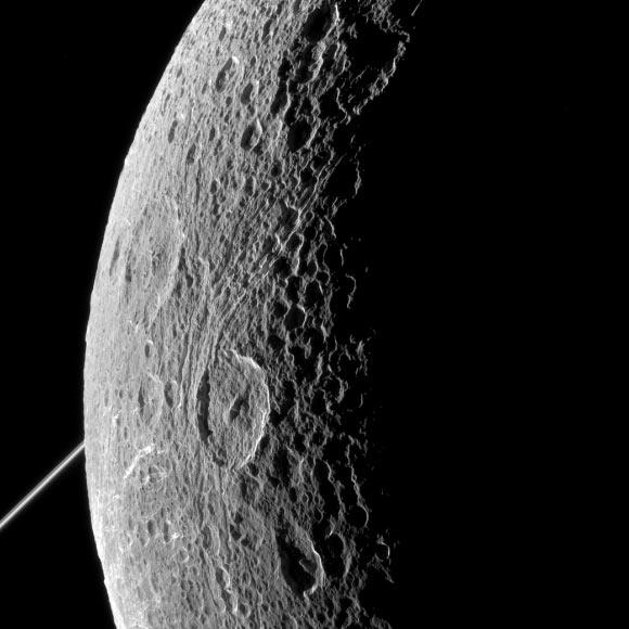 Dione, maan van Saturnus