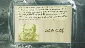 De Galileo plaquette aan boord van de Juno