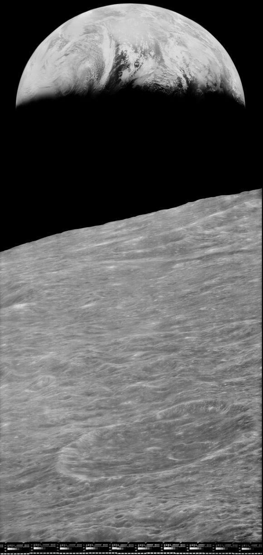 gerestaureerde opname van de eerste foto van de Aarde vanaf de Maan