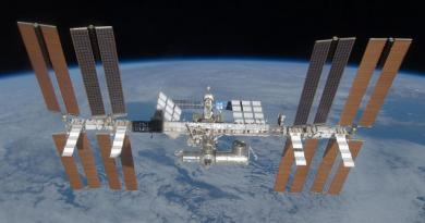Het International Space Station in een baan om de Aarde.