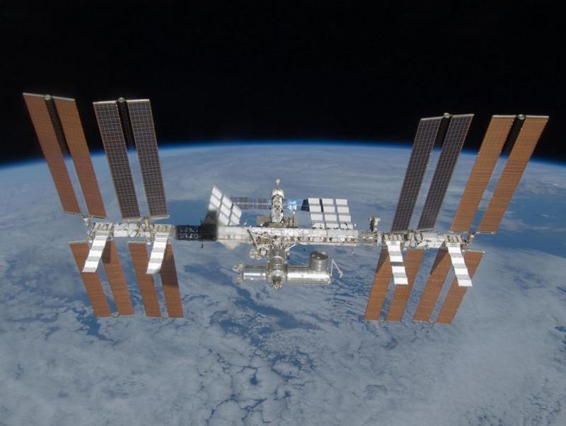 Het International Space Station in een baan om de Aarde.