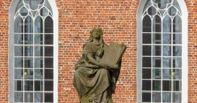 Monument ter ere van David en Johannes Fabricius in Osteel, Oost-Friesland.