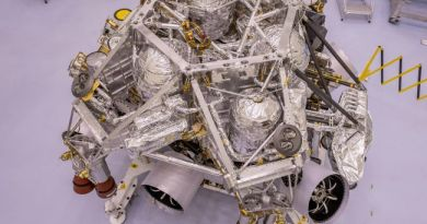 Mars Perseverance rover in clean room bij de NASA