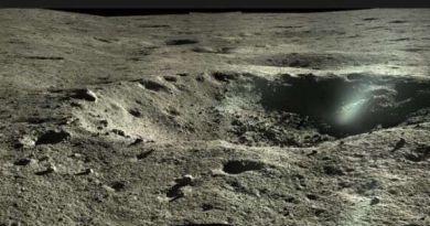 panoramafoto van een krater door Yutu 2