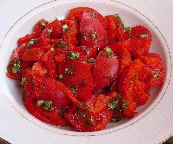 Salata od paradajza i pečenih paprika