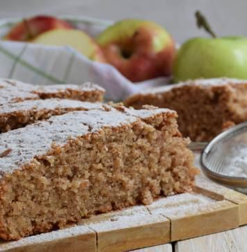 Kolač sa jabukama, grizom i cimetom - smućkaj pa prolij varijanta