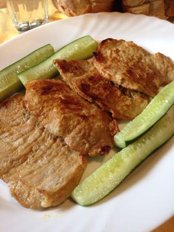 Brz ručak, sočne i mekane svinjske šnicle sa sosom od senfa i pavlake