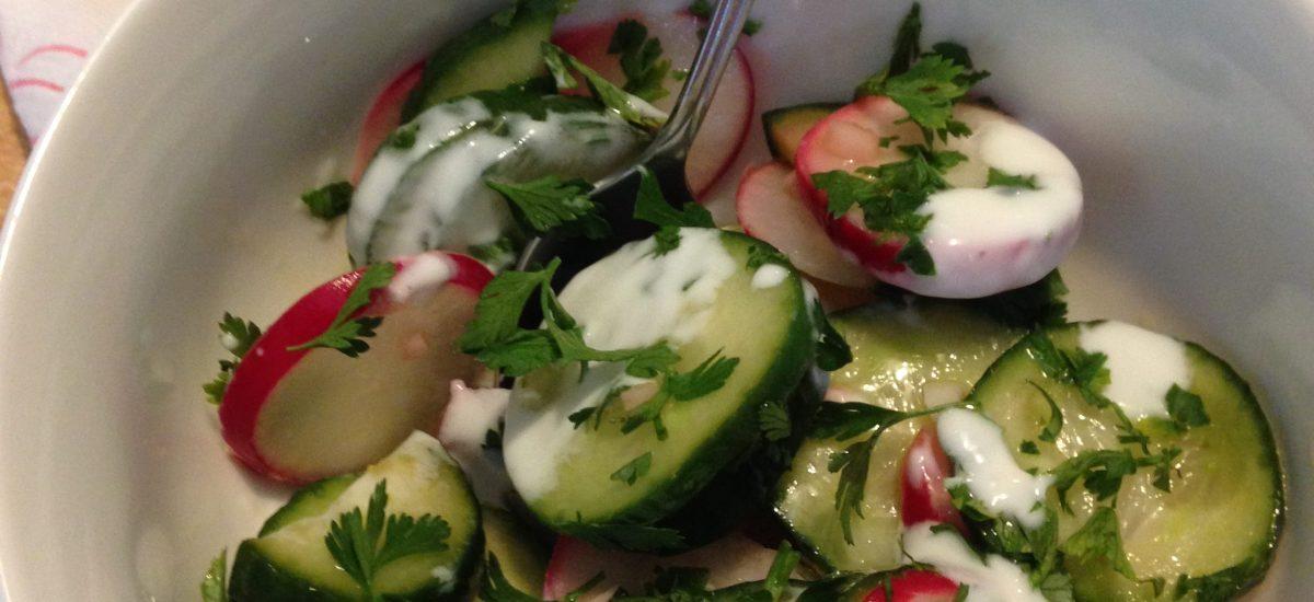 Salata od krastavaca i rotkvica sa jogurtom