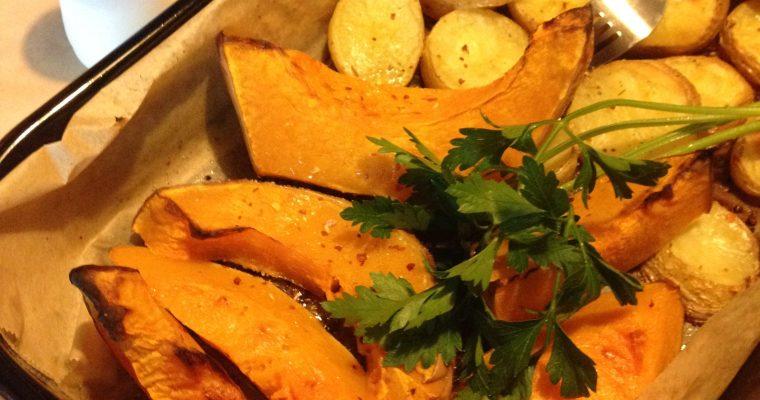 Pečeni krompir i bundeva-brza večera iz rerne