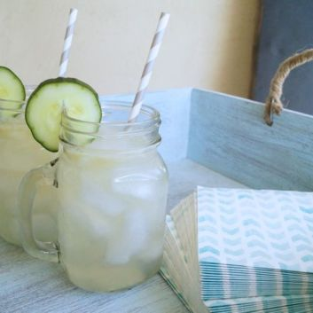 Sparkling Cucumber Lemonade Cocktail