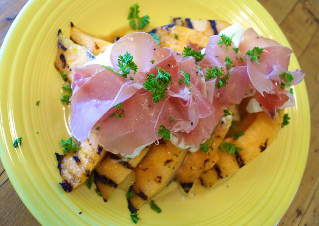 Yummy Grilled Cantaloupe with Proscuitto and Mozzerella