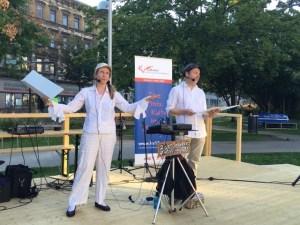 Evelyn Blumenau und Walter Kreuz präsentieren ihr Programm mit Live-Leseteilen, lyrischen Performances sowie Soundtrack-Einspielungen (Foto: Dietmar Baurecht).