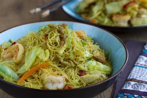 Fideos de arroz,Fideos de arroz fritos, fideos con curry, cocina tailandesa, cocina asiática