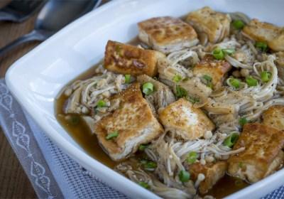 Setas, setas Enoki, tofu