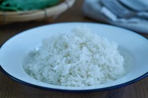 arroz jazmín, salteado de pollo, salteado de pollo picante, pad kaprao, salteado thai, salteado, salteado tailandés, estilo thai, pollo, pad kaprao de pollo
