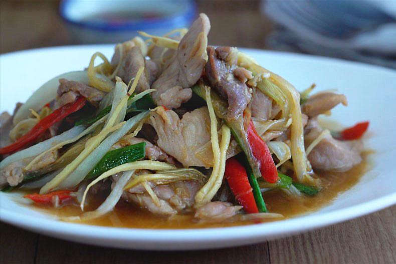 Salteado de pollo con jengibre, Salteado de pollo, Salteado, recetas con jengibre, salteado tailandes, salteado thai, cocina tailandesa, pollo con jengibre, comida tailandesa recetas, cocina tailandesa, cocina asiática