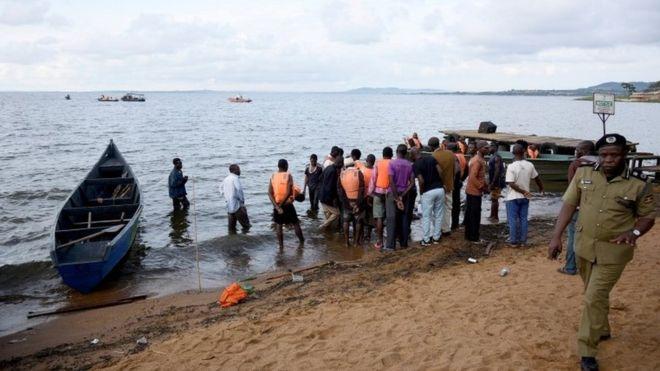 25 Nov Boot sink lake Victoria 26 dood