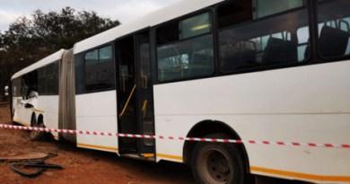 2019 17 Junie Minibus taxi bots met bus ER24